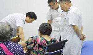 张政主任与首都医科大学附属北京友谊医院风湿免疫科陈乐天主任医师联合为类风湿患者会诊,分析病情,并为患者制定个体化治疗方案
