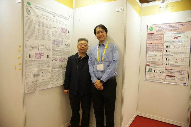 (图:蒙兴文主任与中国台湾国泰综合医院、郑州痛风风湿病医院特聘专家全以祖教授就研讨会上国际免疫学专家分享的免疫学相关问题