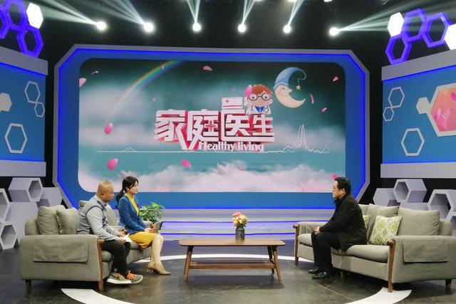 (图冉然主任做客SCTV-7《家庭医生》栏目,现场解读分享痛风防治知识)